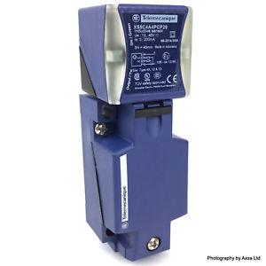Индуктивен датчик XS8C4A4PCP20 12~48VDC